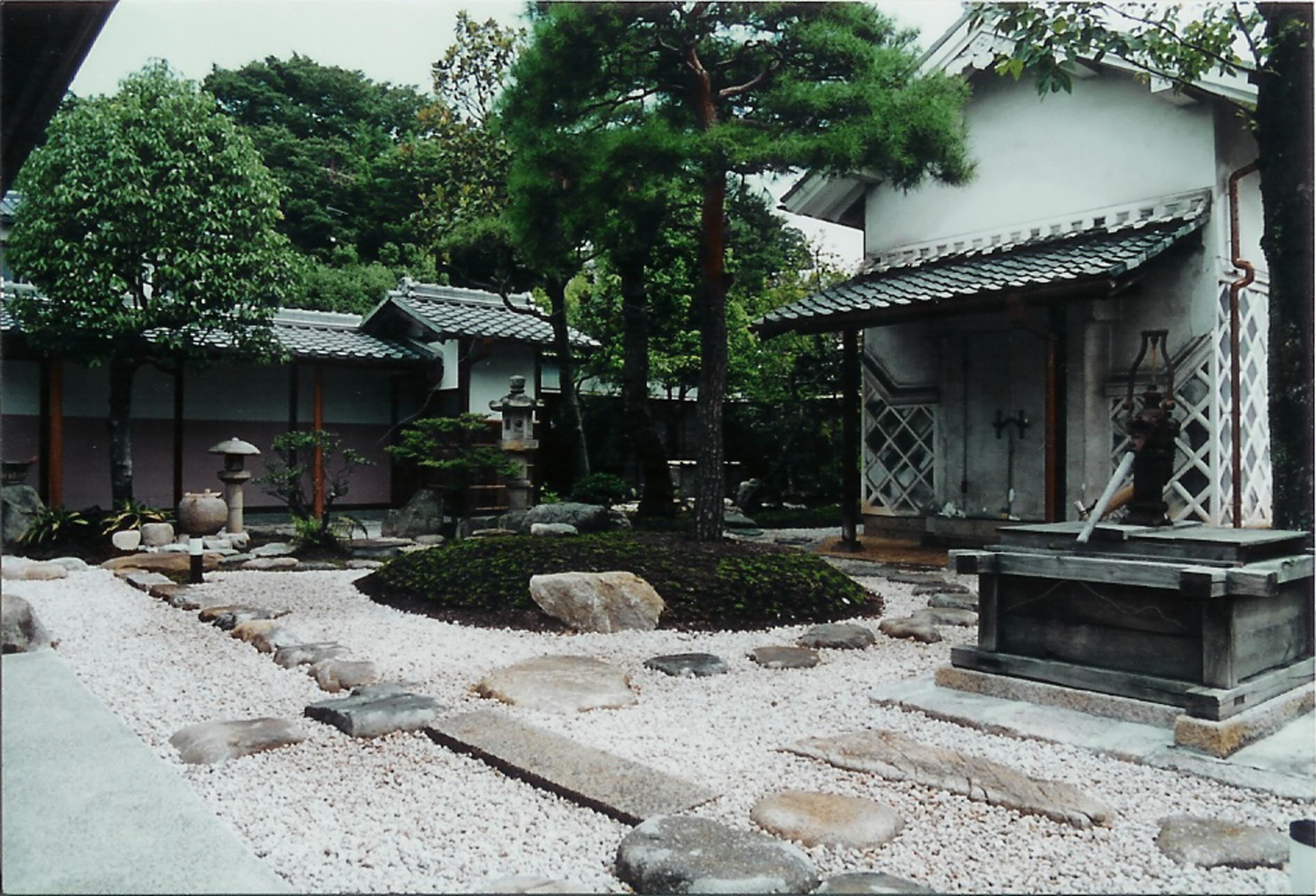 ひし屋資料館庭