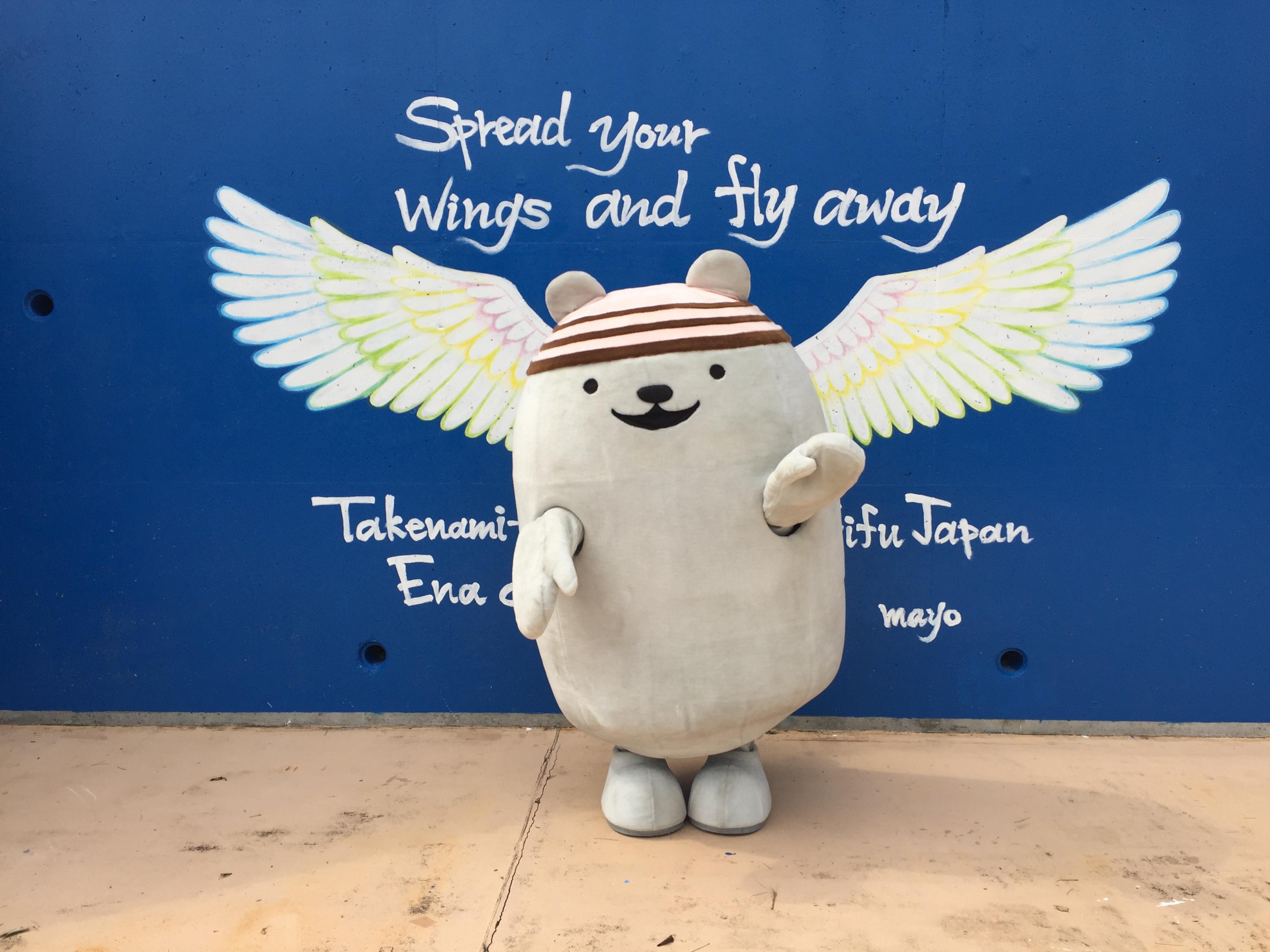 インスタ映えする「天使の羽」のウォールアート