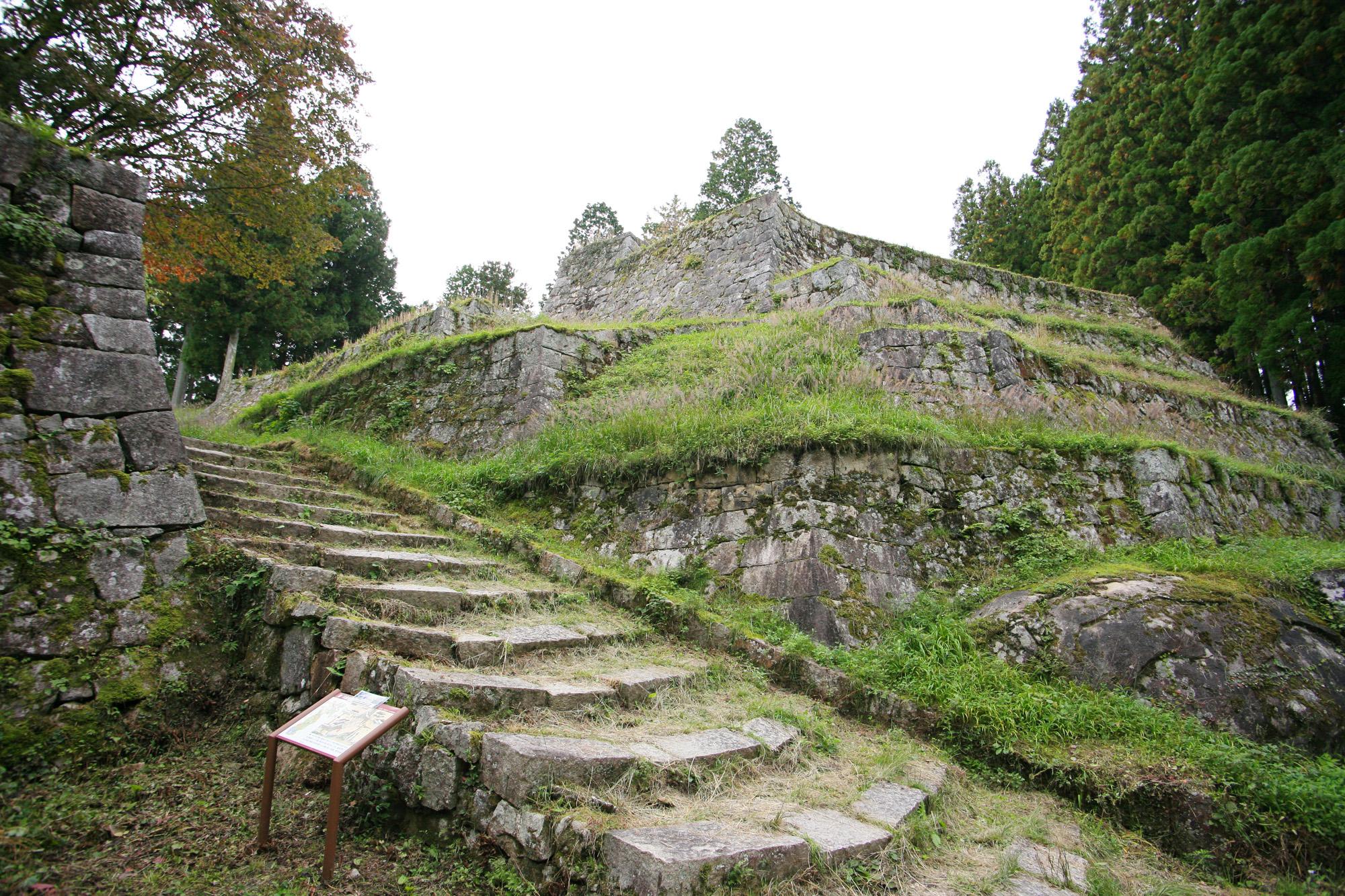 岩村城跡の六段壁