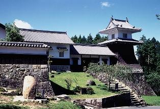 城跡公園(太鼓櫓・下田歌子勉学所・知新館・菖蒲園)