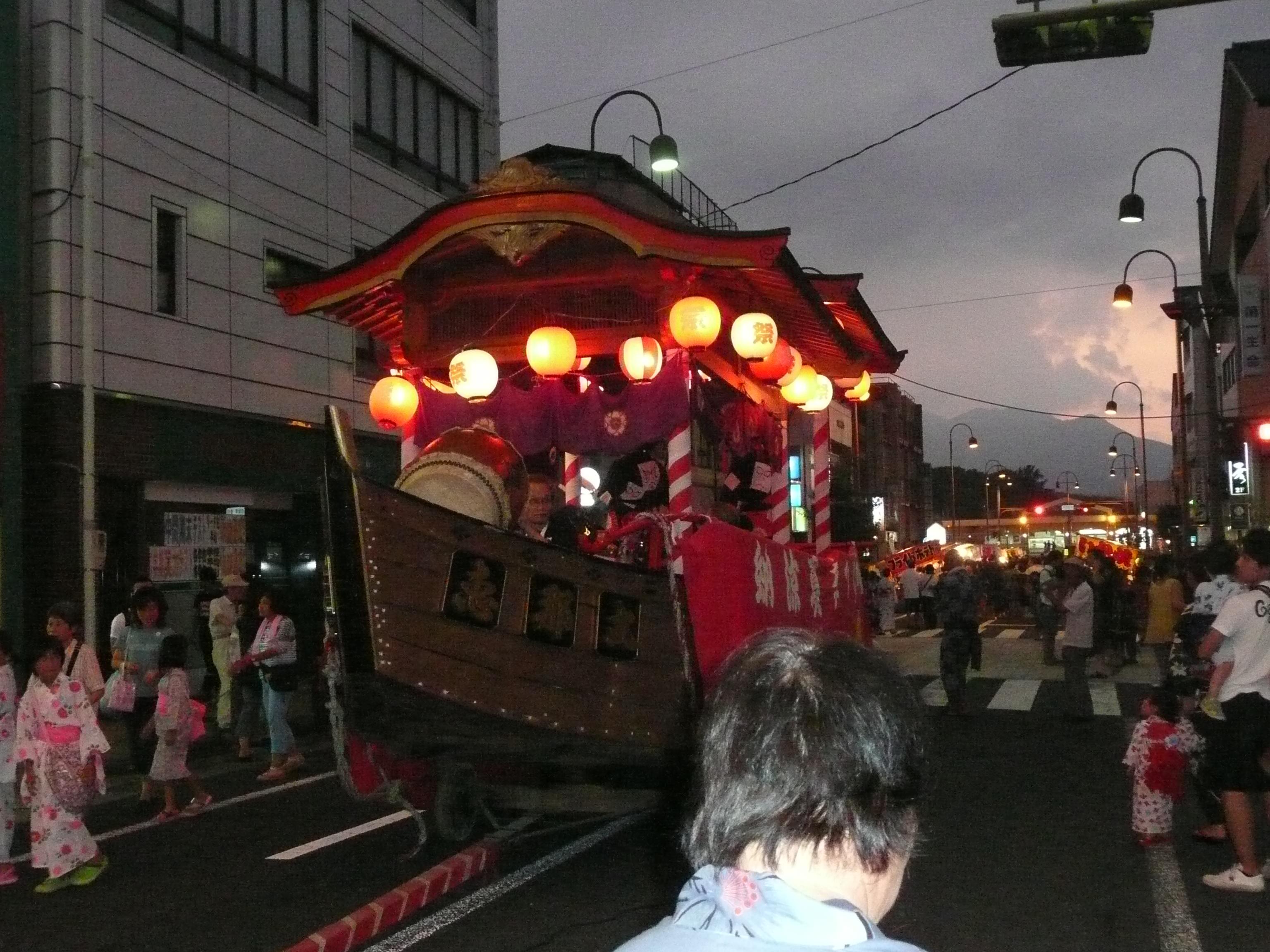 納涼盆踊り(駅前)