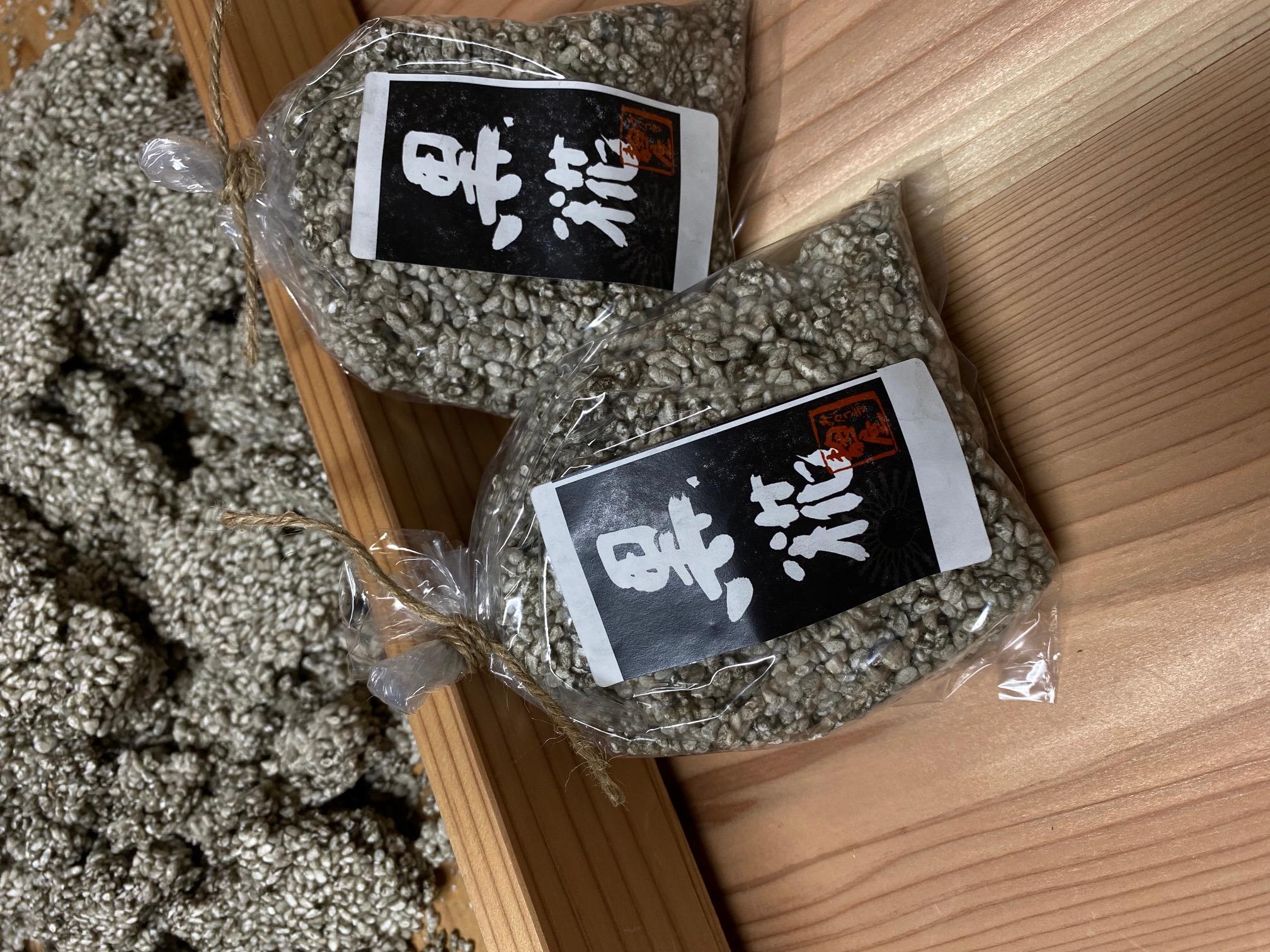 黒麴(クエン酸とビタミンB 群、豊富な酵素)